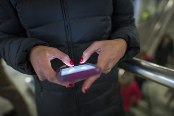 L'accès à la téléphonie mobile a des retombées positives pour les femmes)
