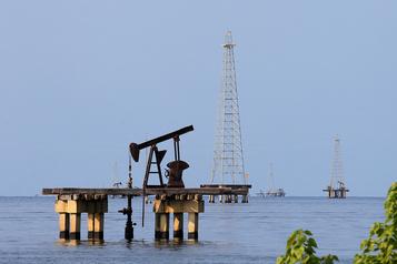 Le pétrole poursuit sa hausse)