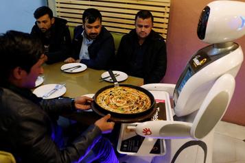 L'Afghanistan adopte son premier robot serveur