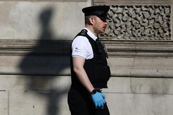 Condamné à 6mois de prison à Londres pour avoir toussé sur un policier