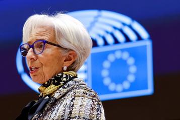 La BCE garde le rythme pour accompagner le début de reprise)