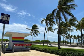 Isaias se transforme en tempête tropicale en se dirigeant vers la Floride)