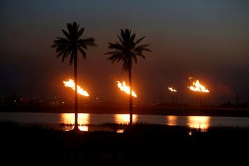 Le pétrole se replie avant le rapport sur les stocks américains)