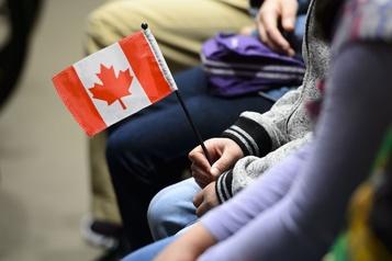 Moins d'immigrants obtiennent la citoyenneté canadienne