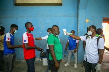 COVID-19 Haïti suscite l'inquiétude chez ses voisins d'Amérique)