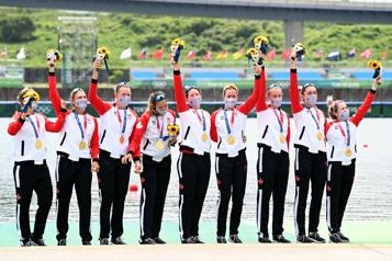 Aviron Les Canadiennes médaillées d'or au huit de pointe)