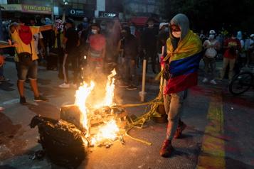 Brésil Un match interrompu cinq fois par les gaz lacrymogènes)