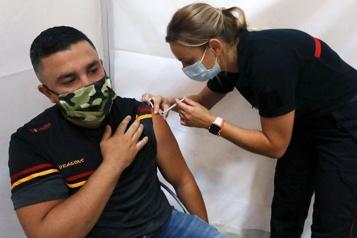 COVID-19 La moitié des adultes vaccinés en Europe, le variant Delta menace la reprise)