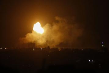 Frappes israéliennes sur Gaza après un nouveau tir de roquette vers Israël)