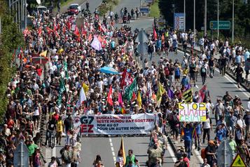 D'Hendaye à Irún, les anti-G7 manifestent dans le calme