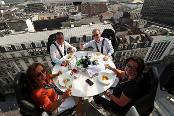 Dinner in the Sky s'adapte au virus)