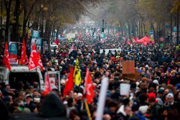 Réforme des retraites: la France ralentie par une grève générale