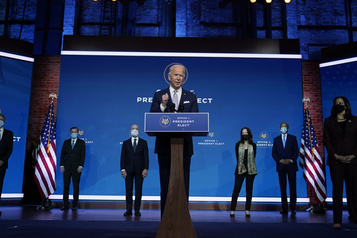Joe Biden sonne le retour d'une Amérique «prête à guider le monde»)