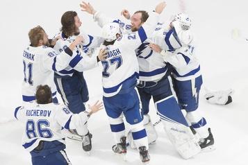 Le Lightning de Tampa Bay gagne la Coupe Stanley )