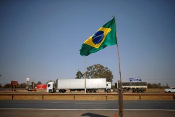 Brésil Des partisans de Jair Bolsonaro tentent de s'introduire dans un ministère)