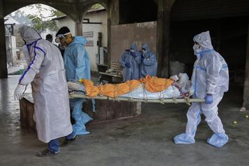 Bilan de la pandémie Plus de 1507000morts dans le monde)
