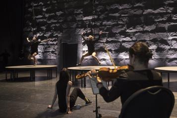 Sept moments de joie L'hymne à la joie du Cirque Éloize  )