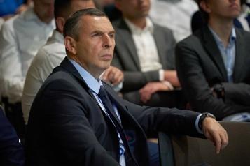 Ukraine Son conseiller attaqué, Zelensky promet une «réponse forte»)