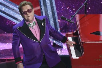 Blessé à une hanche, Elton John reporte des spectacles)