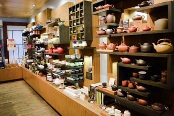 Le mobilier du salon de thé Camellia Sinensis en vente)