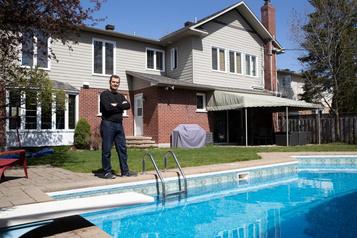 Une piscine à94°F grâce àdes capteurs solaires)