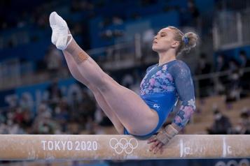 Poutre Simone Biles termine troisième, Ellie Black au quatrième rang)