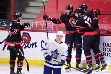 Les Sénateurs battent les Leafs5-3)