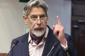 Le Pérou a un nouveau président par intérim, après une semaine de chaos politique)