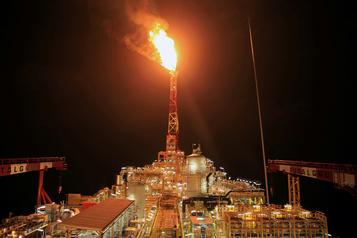 Le pétrole au plus haut en deux mois après la baisse des réserves américaines de brut)
