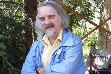 L'écrivain Michel Host meurt de la COVID-19)