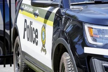 Deux hommes sauvés d'un véhicule en flammes à Lachute)