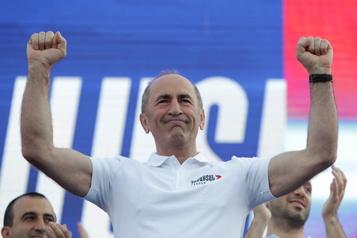 Élections en Arménie Près de 20000partisans de l'opposition réunis à Erevan)