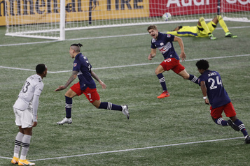 Séries éliminatoires de la MLS L'Impact est éliminé par le Revolution de la Nouvelle-Angleterre)