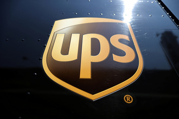 États-Unis UPS accélère la production de glace sèche pour la distribution des vaccins)