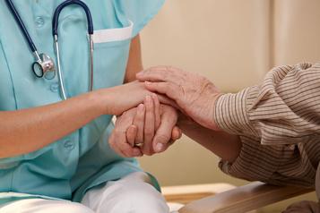 Aide médicale à mourir: Ottawa a cinq mois de plus pour modifier la loi)