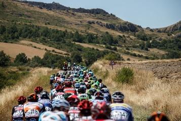 COVID-19: trois cyclistes retirés du Tour de Burgos)