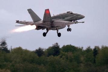 Nouveaux avions de chasse: Ottawa donne trois mois de plus aux fabricants