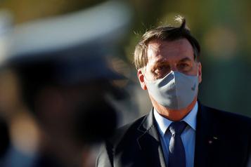Brésil: sommé de porter un masque, Bolsonaro fait appel)