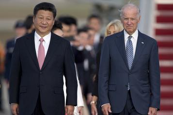 Biden prendra son temps sur les droits de douane imposés à la Chine)
