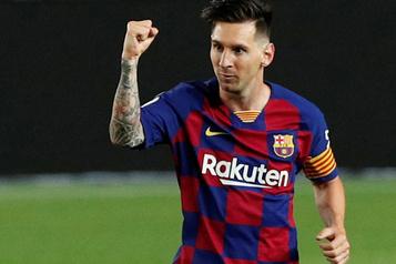 Messi marque son 700ebut dans un match nul)