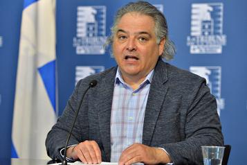 Les syndicats d'enseignants outrés par l'offre de Québec)