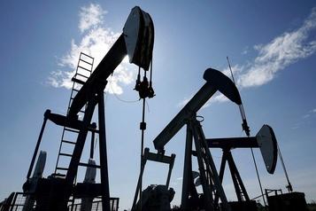 Le pétrole à l'équilibre, les investisseurs digèrent les stocks américains)