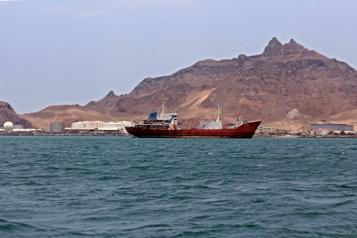 Yémen Un pétrolier abandonné coule, nappe de pétrole dans le golfe d'Aden)