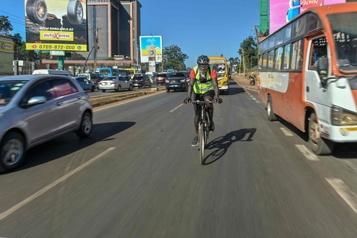Dans la jungle urbaine de Nairobi, la pandémie alimente la fièvre du cyclisme)