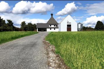 Une distillerie artisanale sur le chemin des Laurentides)