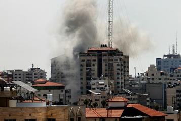 Gaza Israël dit avoir frappé 130 cibles militaires et tué 15 militants)