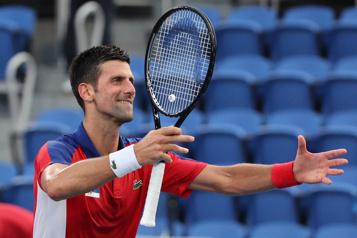 Tennis Tsitsipas sorti, Djokovic toujours en balade)
