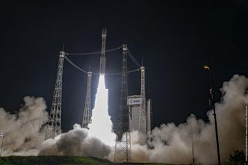 Six mois après son échec, Vega décolle avec des satellites d'observation de la Terre)