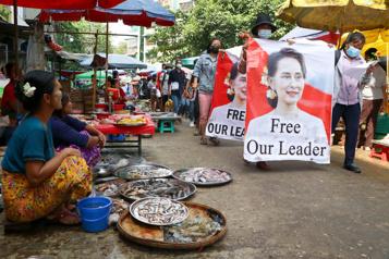 Birmanie Aung San Suu Kyi visée par de nouvelles poursuites)
