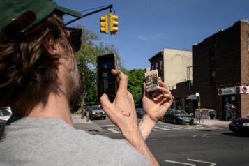 Une chasse aux œuvres d'art miniatures dans les rues de Brooklyn)